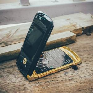 Điện thoại Motorola V3i gold,V8 gold và V9...