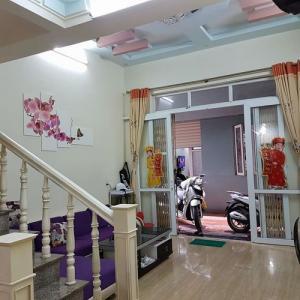 Bán nhà 3,5 tầng phố Văn Cao, dt 36m2, hướng Đông Bắc, giá 1 tỉ 250 có thỏa thuận