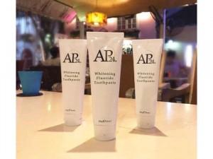 Kem đánh trắng sáng răng AP24