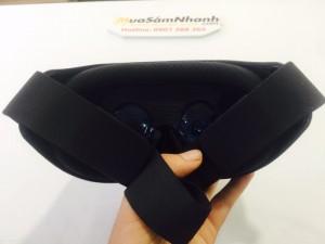 Kính thực tế ảo VR2 của Xiaomi tương thích với mọi thiết bị có kích thước màn hình từ 4.7 inch đến 5.7 inch, smartphone sẽ được cố định với kính bằng dây kéo thay vì keo dán velcro như trên Google Cardboard.