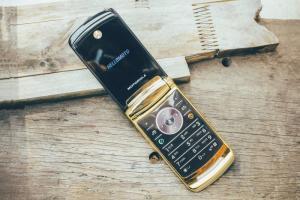 Điện thoại mottorola luxury edition chính hãng , tại tp HCM