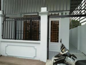 Nhà gần UBND xã Phú Đông đường xe hơi đối...