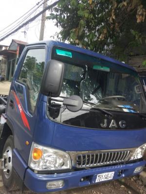 Bán xe tải Jac HFC1030K4 2.4t/ 2T4  Động cơ isuzu trả trước 50 triệu giao xe ngay