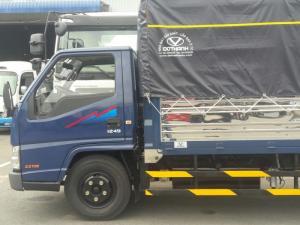 Xe tải Đô Thành iz49 2,4 tấn được trang bị đầy đủ theo tiêu chuẩn của một chiếc xe hiện đại với tay lái gật gù, ghế bọc da, hệ thống âm thanh, hệ thống quạt gió làm mát, điều hòa tùy theo nhu cầu sử dụng của khách hàng.