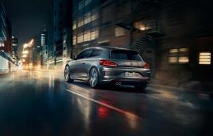 Thiết kế mở rộng phần đuôi và dáng vẻ Coupe tạo nên điểm nhấn tại phần sau xe Scirocco GTS. Những chi tiết như cánh lướt gió, ống xả kép,.. tạo nên chất thể thao cho phần đuôi xe. Cụm đèn hậu trang bị công nghệ Full-LED rất thời trang, ánh đèn sắt nét, gọn gàng giúp xe thêm phần sành điệu.