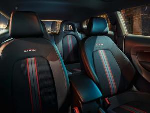 Ghế xe Scirocco GTS được thiết kế đặc biệt ôm lấy thân người lái, tạo cảm giác thể thao và chắc chắn khi vận hành xe ở tốc độ cao, ghế lái cũng được tích hợp chỉnh điện 14 hướng, bọc da VIENNA cao cấp.