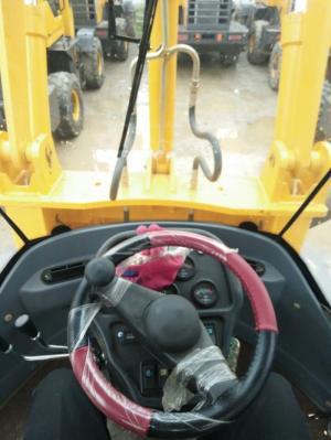 Bán xe xúc lật gầu 0.9 khối tại Đà Nẵng, bán xe xúc lật mini nhập khẩu nguyên chiếc tại Đà Nẵng, bán xe xúc lật, xe nâng miền Trung