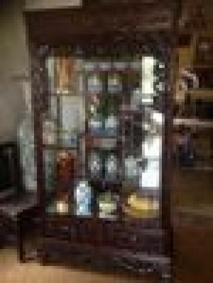Tủ Bày Đồ 06 - Những Nét Đục Chạm Tinh Tế, Điêu Luyện Và Vô Cùng Chuyên Nghiệp