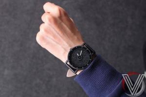 Đồng hồ mặt phun đá