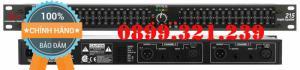 Hướng dẫn sử dụng Để chỉnh Equalizer, ta phải hiểu EQ để làm gì trước đã: EQ dùng để 1/ Cân bằng tần số của dàn âm thanh (tức là thừa tần số nào thì cắt bớt, thiếu tần số nào thì thêm vào) 2/ Chỉnh dàn âm thanh cho phù hợp với khán phòng (bị vang, mất bass, bị dư treble ???) 3/ Chỉnh dàn âm thanh cho phù hợp với loại nhạc : Vd : Rock thì bass treble nhiều, techno bass có lực, nhiều, Pop thì mid cần phải rõ, ... 4/ Cắt hú (nếu xảy ra hú) Equalizer (EQ) là một thiết bị rất quan trọng trong sản xuất âm nhạc ngày nay. Mỗi chúng ta hẳn đã từng dùng EQ ở một góc độ nào đó. Nhưng để hiểu sâu về nó và chỉnh để cho phù hợp từng bài hát thì cũng không đơn giản. Equalizer (EQ) là một thiết bị được thiết kế nhằm làm thay đổi tính chất âm thanh khi âm thanh đi qua nó. Nó còn được hiểu là bộ cân bằng âm thanh. EQ sử dụng nhiều bộ lọc điện tử mà mỗi cái làm việc theo nguyên lý tăng giảm tín hiệu của từng dải tần. Có nhiều loại EQ khác nhau và mỗi loại lại có những nút điều khiển khác nhau. EQ giúp âm thanh sạch sẽ, chi tiết, giúp tiếng Bass (low) chắc - mạnh mẽ - có lực hơn, tiếng trống đầy uy lực, nghe đầy hơn; giúp tiếng trung (mid) thêm ấm, trầm hơn; giúp tiếng treble sắc hơn, khiến tiếng đàn chi tiết hơn rất nhiều. Đặc biệt với EQ, tiếng hát của bạn trở nên hay hơn, giọng ca trở nên ngọt ngào sâu lắng. Tiếng xì đậm chất nghệ sĩ và chuyên nghiệp.