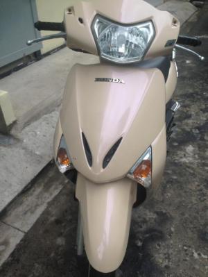 Honda Lead fi màu vàng hột gà hình thật, giá rẻ