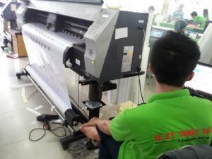 Tại In Kỹ Thuật Số chúng tôi trực tiếp vận hành máy in mực dầu Made in Japan - giúp thành phẩm in tem decal sắc nét, bền màu, độ trung thực màu in cao hơn nhiều lần với máy in khác