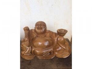 Tượng Phật Di Lặc để ô tô