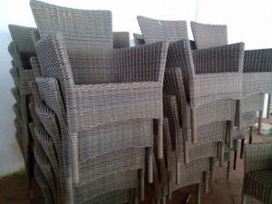 Cần thanh lý gấp 200 bộ bàn ghế nhựa giả mây xuất khẩu tại TPHCM giá cực rẻ