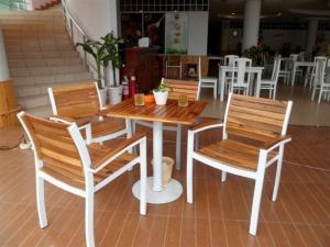 Công ty chuyên sản xuất bàn ghế nhựa đúc, nhựa giả mây, ghế gỗ .. giá siêu rẻ