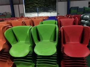 Cần thanh lý bàn ghế như hình giá cạnh tranh, hàng tồn kho 2000 ghế có 6 màu