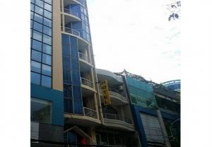 Bán Khách Sạn 5 lầu MT Lý Chính Thắng, 4.3mx26m, 100tr/th, giá rẻ