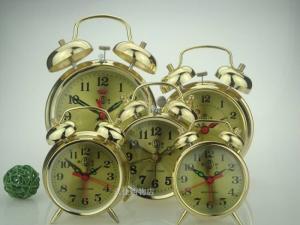 Đồng hồ cổ điển chạy bang day cót