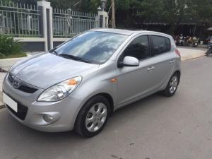 Mình cần bán xe Hyundai i20 1.4at 2014 màu bạc nhập khẩu Ấn Độ, xe sử dụng gia đình