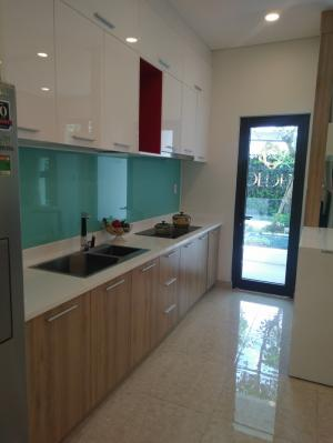 Full nội thất phòng bếp: Bếp, mặt bếp, tủ trên dưới, hệ thống nước tại vòi