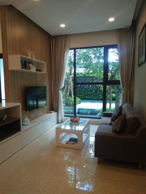 Phòng khách với không gian kính mở rộng tối đa tầm nhìn