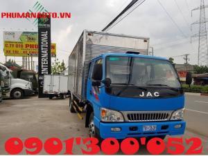 Xe tải jac 6.4 tấn lắp cẩu Unic 3 tấn V340 3 khúc – 4 khúc đang là sự lựa chọn nhiều nhất hiện nay với chất lượng xe vượt trội, tự trọng xe nhẹ, tải trọng lại cao, kích thước thùng lại linh động phù hợp với mọi nhu cầu chuyên chở hàng hóa, giá thành hợp lý mau thu hồi vốn, rất kinh tế khi đầu cơ sản phẩm. Xe tải jac 6.4 tấn sau khi lắp cẩu Unic 3 tấn V340, tải cho phép sau khi gắn cẩu là 4.95 tấn.