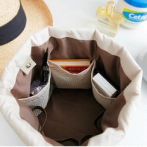 Chất liệu: vải chống thấm + lớp lót chống sốc