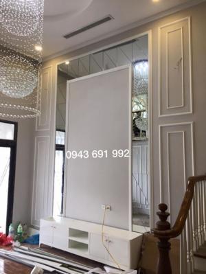 Trang trí phào chỉ nhựa nội thất không gian phòng ngủ Master gam màu trắng