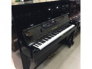 Piano Upright Victor V107B
