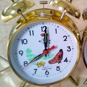 Đồng hồ gà mổ thóc xua chay bang day cót