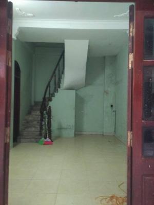 Nhà mặt ngõ 94 Tân Mai kinh doanh sầm uất, diện tích 46m, 4 tầng