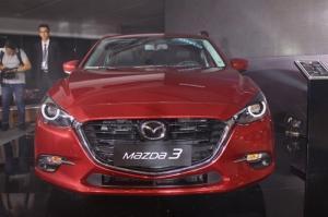 Mazda 3 tặng 2 năm BHVC