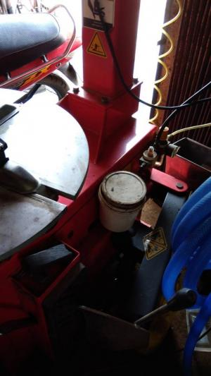 Bán máy cạy vỏ với bàn nâng còn bán lẽ còn bàn nâng( bằng hơi)
