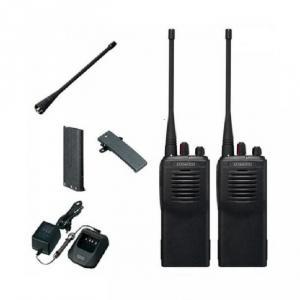 - Thiết kế nhỏ gọn, chắc chắn  * Các thông số kỹ thuật: -       Dãi tần số sử dụng: UHF 400-420MHz, 450-470MHz -       Số kênh: 16 kênh tần số sử dụng công nghệ mã hóa tín hiệu giúp giảm thiểu nhiễu tín hiệu. -       Công suất phát: 4W (UHF) -       Trọng lượng: 360g -       Kích thước (rộng x cao x dầy): 54 x 122 x 33 mm -       Trọn bộ bao gồm: Thân máy, antenna, pin sạc KNB-15A 1100 mAh, adaptor, sạc bàn, bát cài lưng.