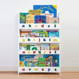 Kệ để sách nhiều màu sắc và kích thước dành cho bé.