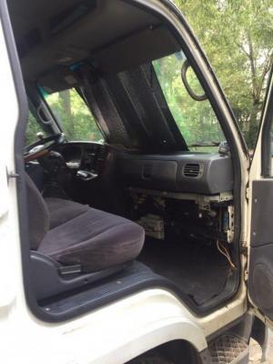 Hyundai HD 65 tải 2t2 thùng kín xe đẹp