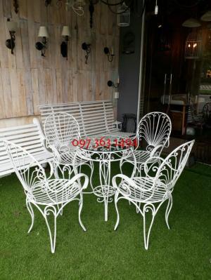 Bộ bàn ghế sân vườn đuôi công
