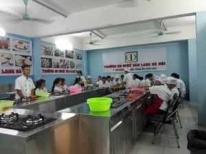 Lớp dạy kỹ thuật làm bánh trung thu cổ truyển ở Hà Nội