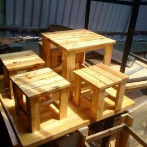 Cần thanh lý 5 bộ bàn ghế gỗ dành cho quàn nhậu