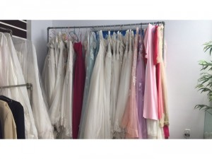 Cần tiền gấp, nên thanh lý lại toàn bộ áo cưới, vest, hoa, phụ kiện va mỹ phẩm