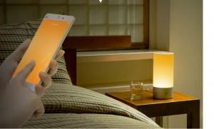 Hỗ trợ app điều khiển đèn Yeelight với thiết kế đơn giản, trực quang dễ sử dụng. Bạn có thể kéo lên xuống để tăng giảm độ sáng đèn, kéo qua bên trái phải thay đổi màu đèn.