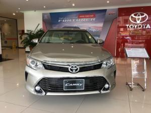 *HOT* Giảm giá SỐC lên đến hơn 120 triệu Toyota Camry 2.0E 2017-Tặng ngay gói phụ kiện nhập khẩu chính hãng
