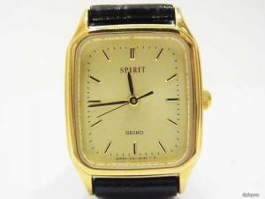 Đồng hồ lackê vàng seiko