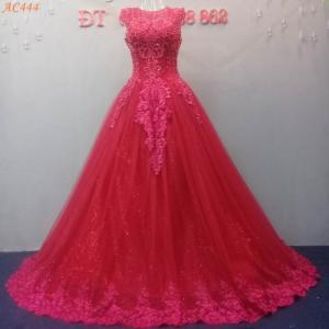 Áo cưới đỏ đô thân kết ren tinh tế