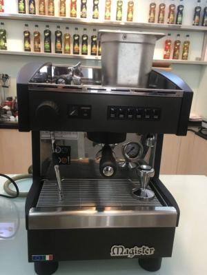 Sang quán cần thanh lý gấp nguyên bộ máy pha cà phê MAGISTER ES 60 và máy xay cà phê CARIMALI mới 95%