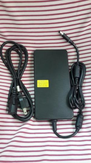 Adapter Dell 240w Slim (19.5v-12,3A) - có đèn ở đầu sạc