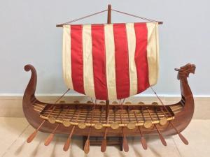 Mỹ nghệ gỗ (mô hình thuyền Viking 60cm)