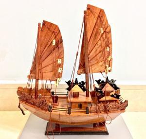 Mỹ nghệ gỗ (mô hình thuyền Hạ Long 30cm)