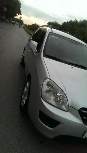 Bán nhanh chiếc xe Kia Carens màu bạc chính chủ
