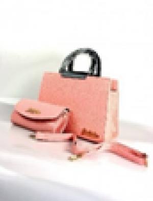 Set túi thời trang hồng nhạt bắt mắt.